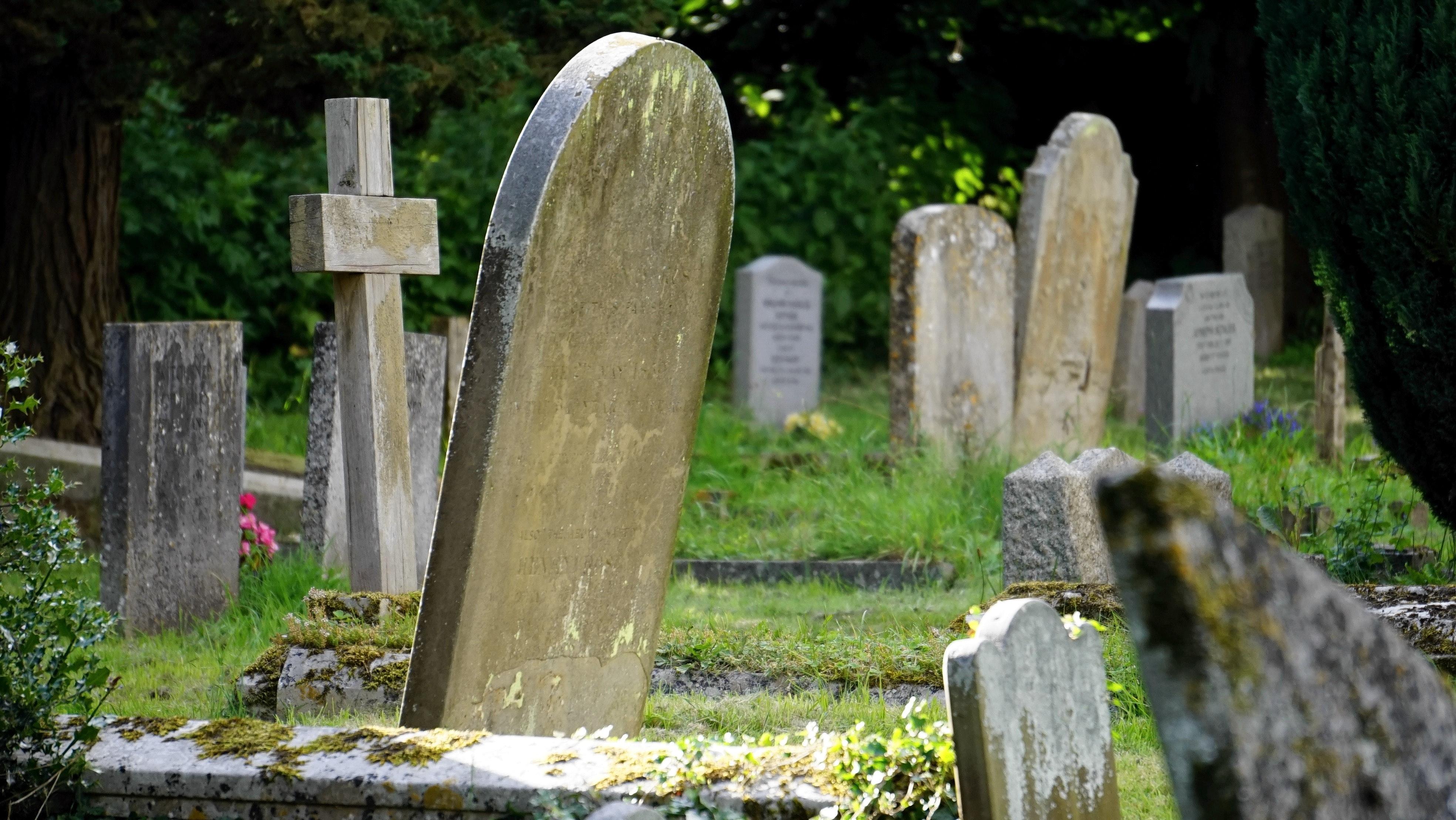 burial-cemetery-countryside-cross-116909